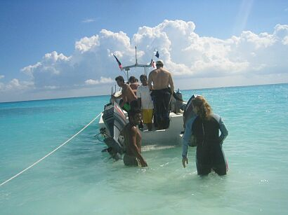 dive boat in Playa del Carmen